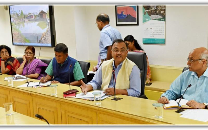 "Secretary, Rural Development, Shri Amarjeet Sinha administered the Swatchhta Pledge to Ministry officials and ""Under the Swatchhta Hi Sewa"" initiative, the MoRD procured cloth carry-bags from a women Self Help Group of Baghpat, Uttar Pradesh on 13th September, 2019"