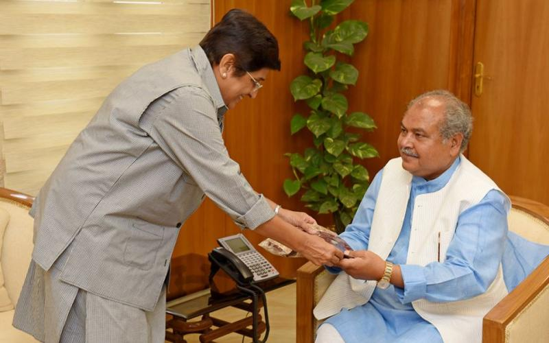 Minister of Rural Development, Shri Narendra Singh Tomar meeting with Dr. Kiran Bedi, Lt. Governor, Puducherry on 3rd May, 2017