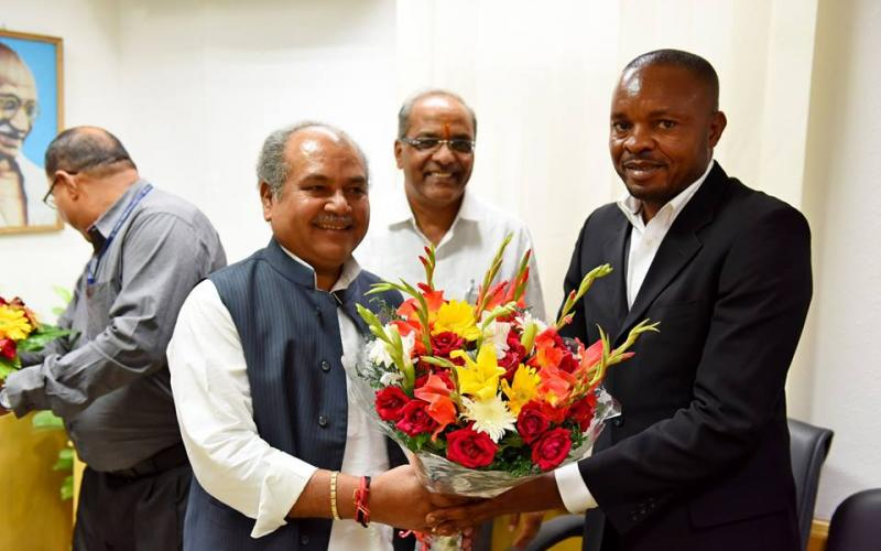Meeting of a team of Democratic Republic of Congo headed by Mr. Nilima WaNdjemo Justin with Shri Narendra Singh Tomar, Hon'ble Minister of Rural Development on 24th October, 2016.