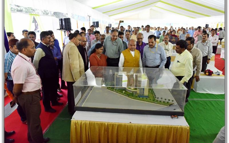 ग्रामीण विकास भवन की आधारशिला ग्रामीण विकास, पंचायती राज, कृषि और किसान कल्याण मंत्री श्री नरेंद्र सिंह तोमर द्वारा 22 अक्टूबर, 2019 को रखी गई।